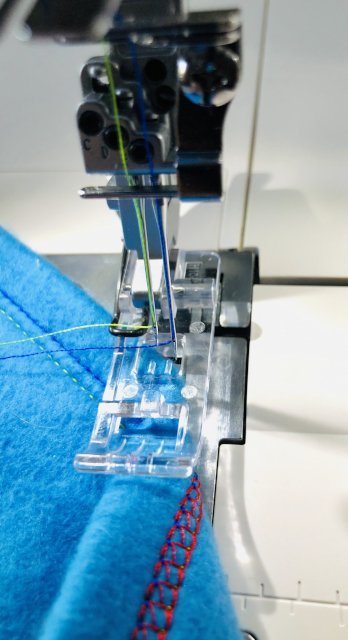 Help for transparent foot, only for the W6 N 707 D coverlock free-arm machine
